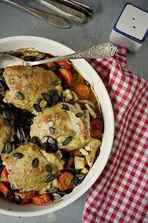 http://www.greencooking.pl/2013/01/pieczone-udka-kurczaka-w-jogurtowej.html