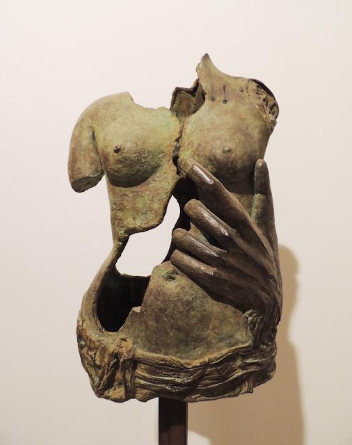 Soledad Galiardo escultura torso bronce pecho mujer