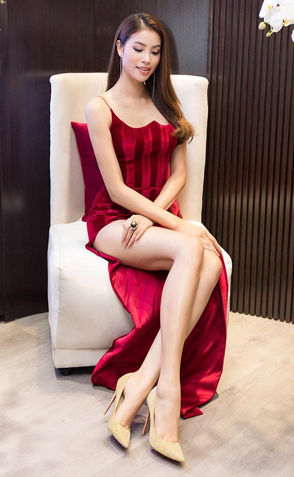 Phạm Hương diện váy xẻ cao vút khoe chân dài miên man sau khi trở về từ Indonesia - Ảnh 6