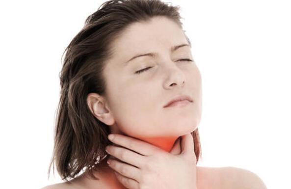 Τι μπορεί να σημαίνει το αίσθημα κόμπου (κόμβου) στο λαιμό;