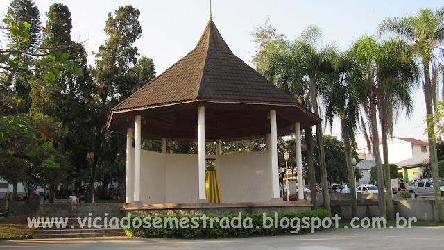 Concha acústica na Praça Central de Feliz, Vale da Felicidade