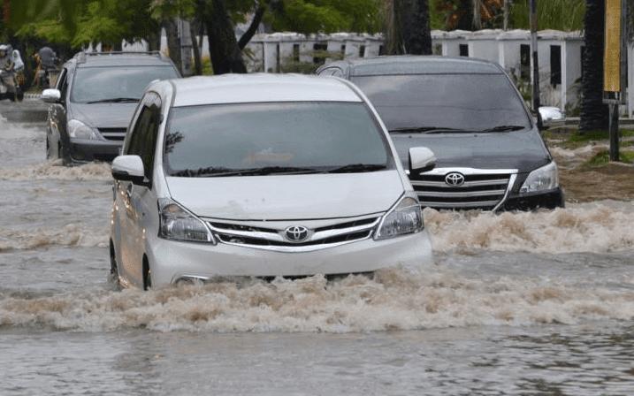 Menangani Mobil yang Terkena Banjir Sebelum Dibawa ke Bengkel