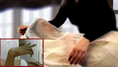قصه حقيقيه لفتاه عند تكفينها ترف يديها والسبب غريب ..مؤثر للغايه!
