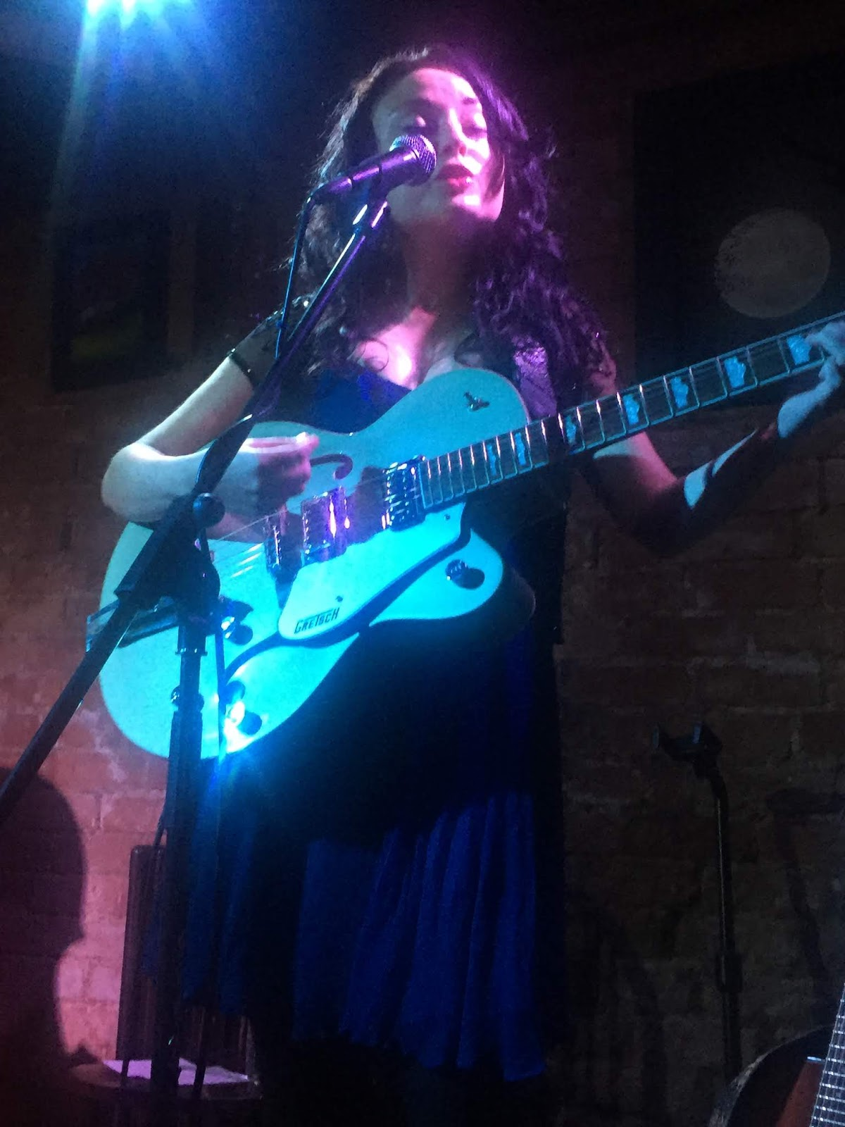 Three Chords And The Truth Uk Gig Review Emily Mae Winters Annie