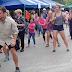 Turistas extranjeros se unieron a bailar en los bloqueos de la huelga
