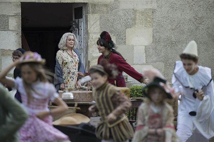 A Última Loucura de Claire Darling: com poesia e atmosfera de realismo mágico, filme de Julie Bertuccelli traz Catherine Deneuve e Chiara Mastroianni juntas | Cinema