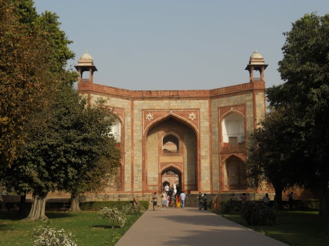 What to see in Delhi in 3 days: Gate to Humayun's Tomb