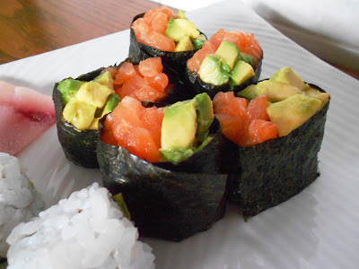 Sushi homemade 3: Sushi party  Gunkan salmone e avocado