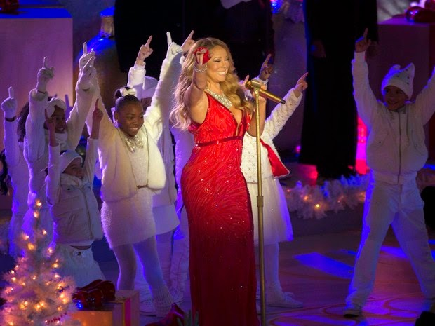 Mariah Carey sings in New York