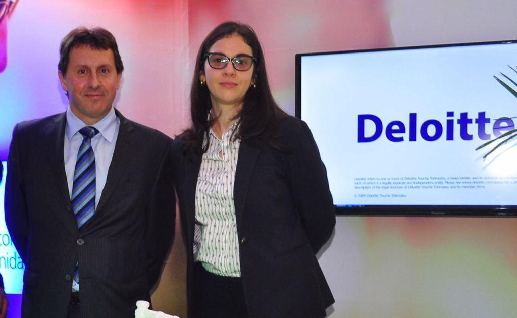 Deloitte particip en feria de empleo y pasant as de la for Oficinas deloitte