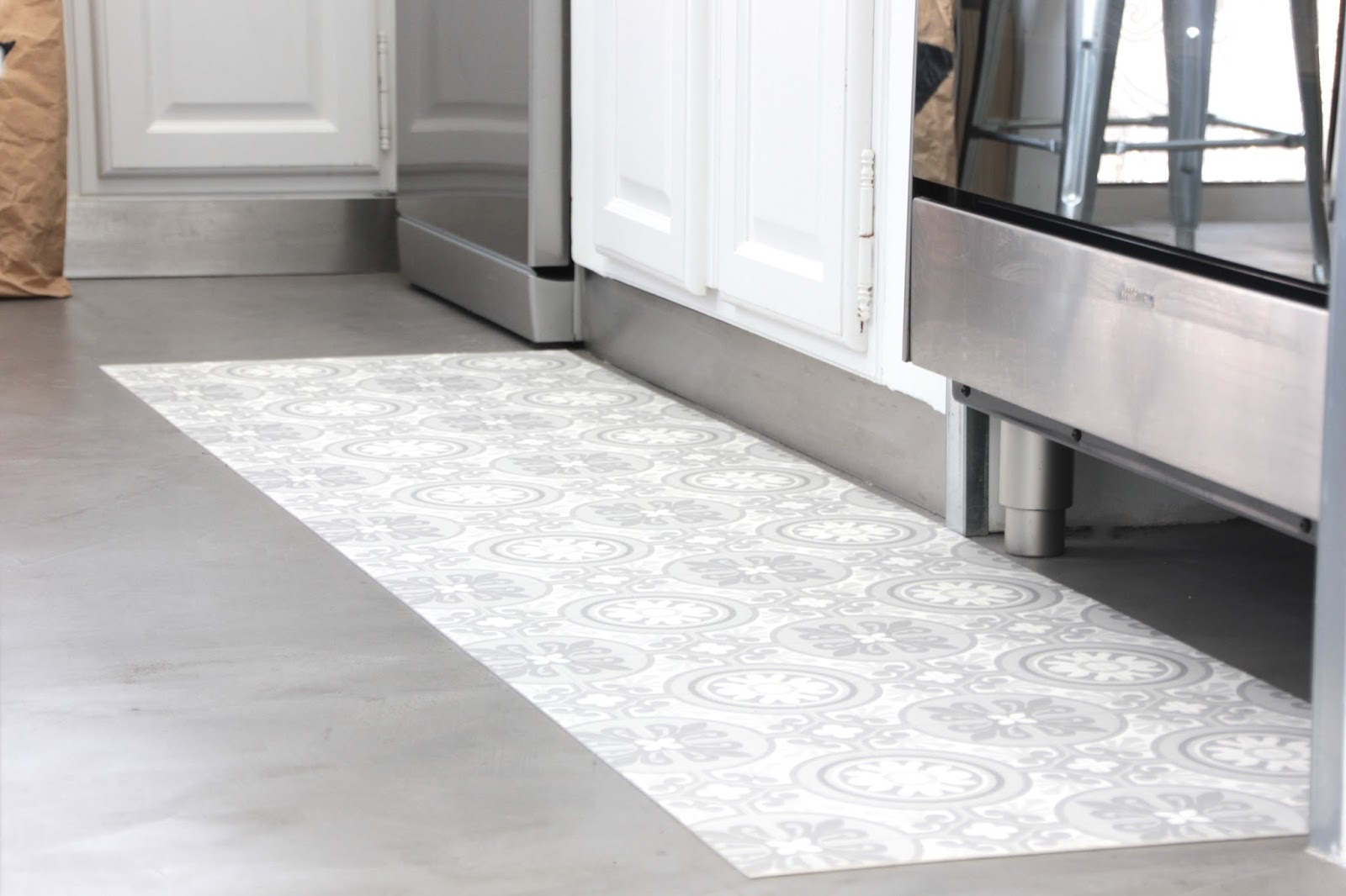 Regardsetmaisons mon tapis vinyle carreaux de ciment diy for Tapis de cuisine en vinyl