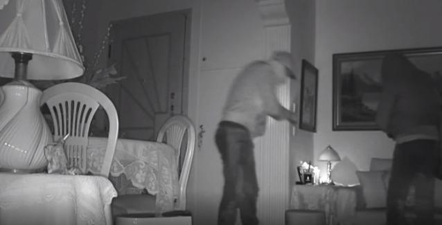 Στα ύψη η εγκληματικότητα: Καρέ-καρέ η εισβολή κακοποιών σε διαμέρισμα (Βίντεο)