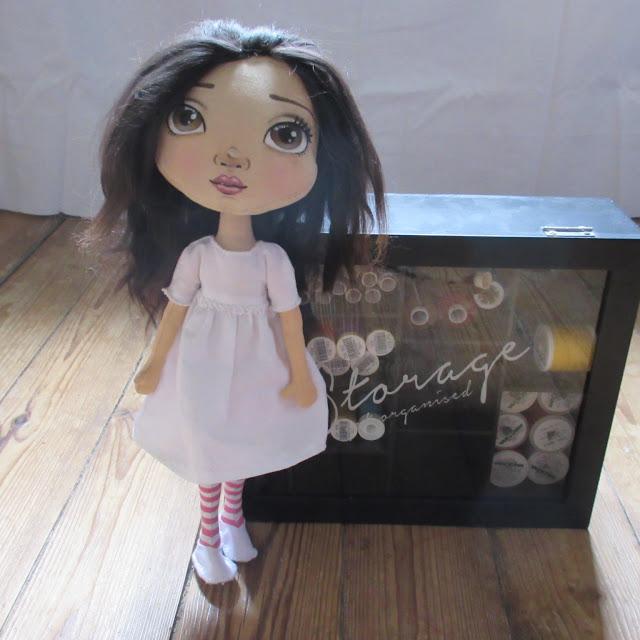 Poupée en tissus, Aimée, classique, alpaga, fait-main, fabric doll