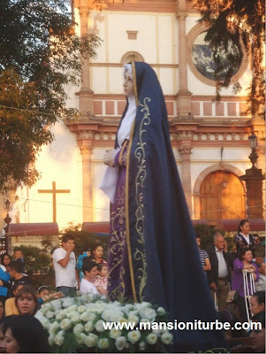 Sculptures of Corn Cane Paste in Pátzcuaro in a Holy Week Procession