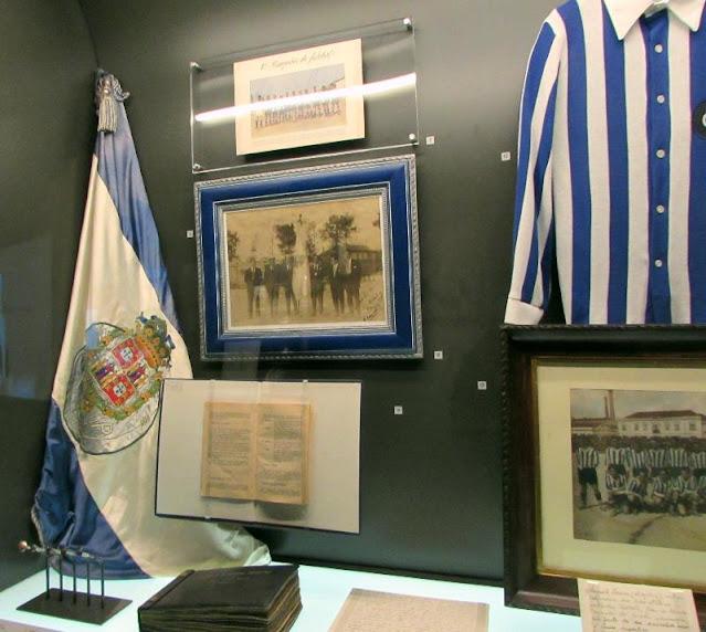 Bandeiras e outras recordações no Museu do FC Porto
