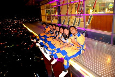 Girl Travel Tries Sky Walk Extreme