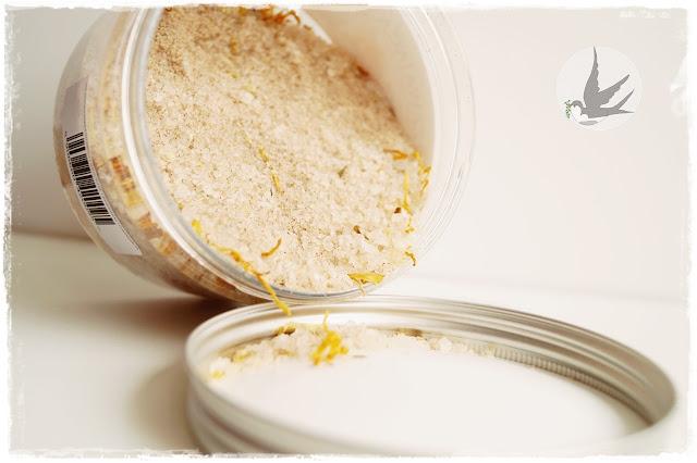 Widok zawartości Rozgrzewającej soli do kąpieli z nagietkiem, cynamonem i pomarańczą