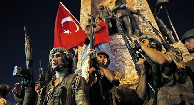 Politico: Μοιάζει περισσότερο με θέατρο του Ερντογάν, παρά με πραξικόπημα