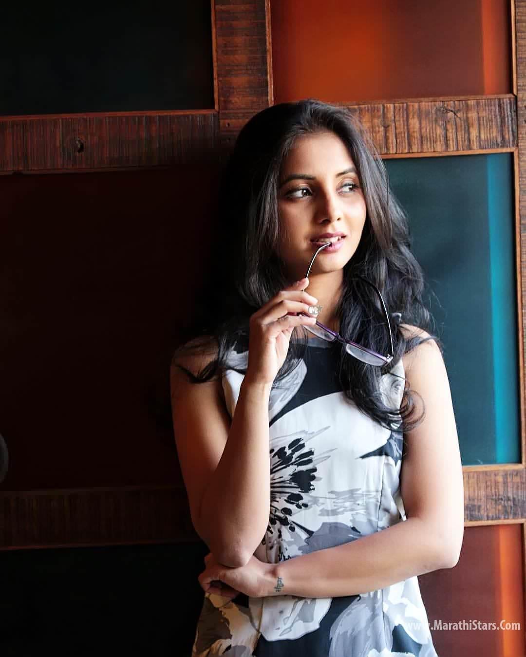 Sayali Sanjeev Marathi Actress Photos Bio  Celebrity -8579