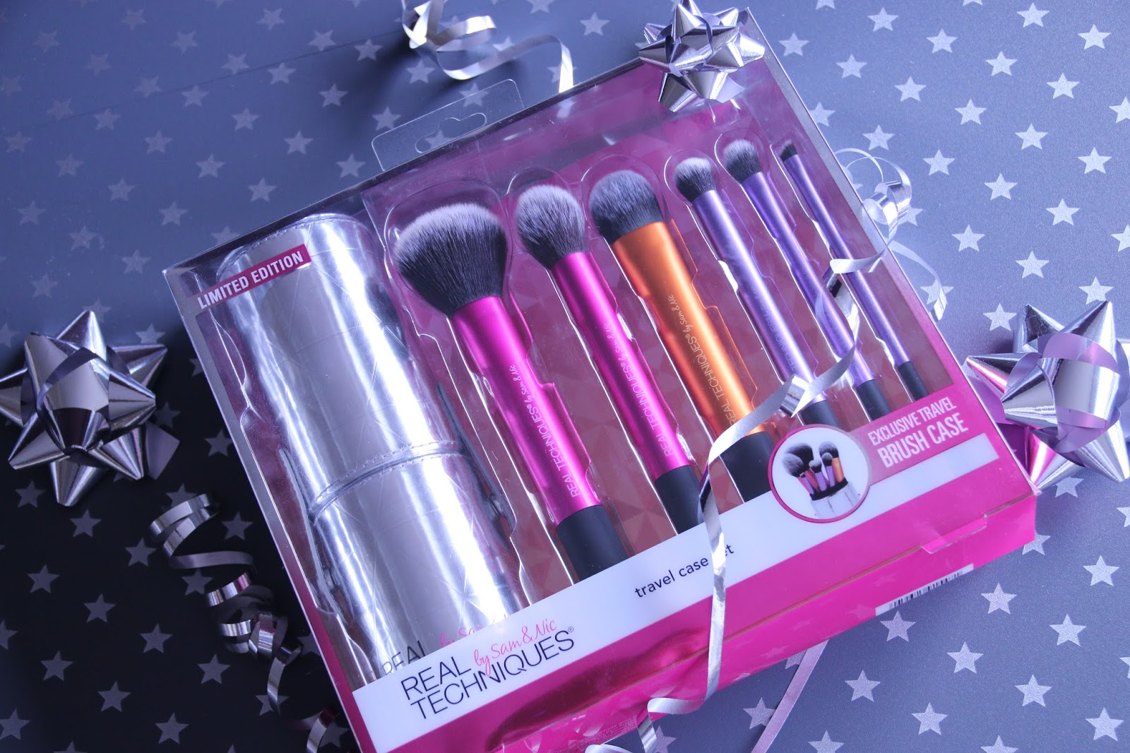 Real Techniques Travel Case Set Makeup Brushes Image