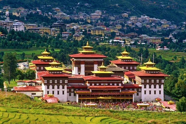Bhutan'ın başkenti Thiumphu'da trafik ışığı yoktur, trafiği genellikle görevli polisler yönetirler.