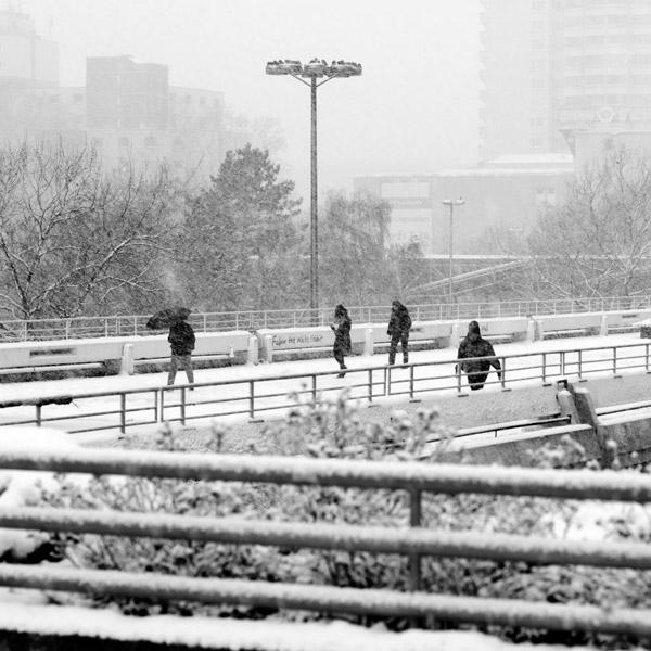 Menschen unterwegs im Winter