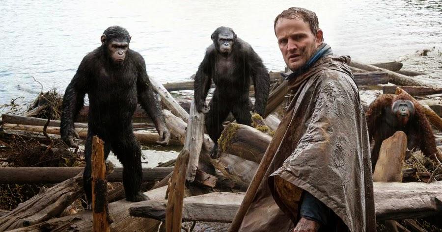 Jason Clarke încearcă să negocieze cu maimuţele în Dawn Of The Planet Of The Apes