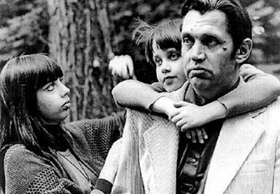 Роберт Рождественский с дочерьми