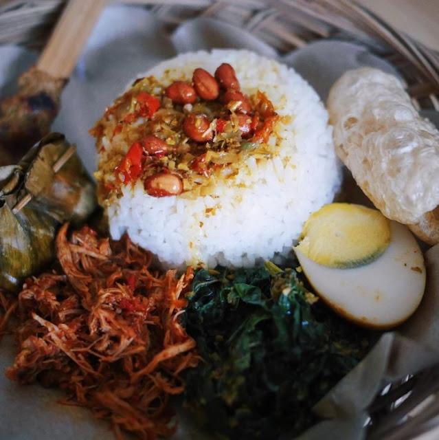 Tempat Wisata Kuliner di Bali yaitu Warung Nyoman
