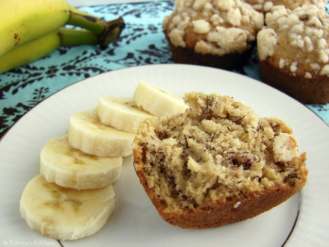 Coffee Shop Banana Streusel Muffins #Recipe from @KatrinasKitchen