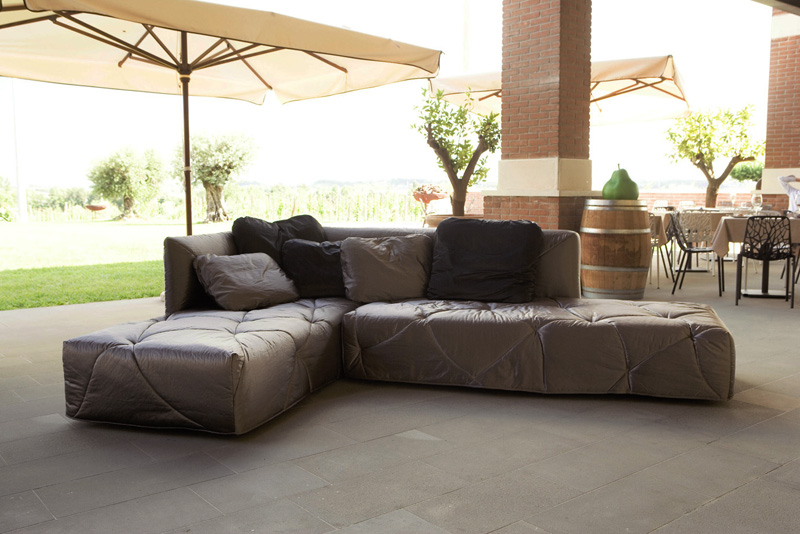 Divano letto design moderno 2 9 by mimodesigngroup for Divano 4 metri