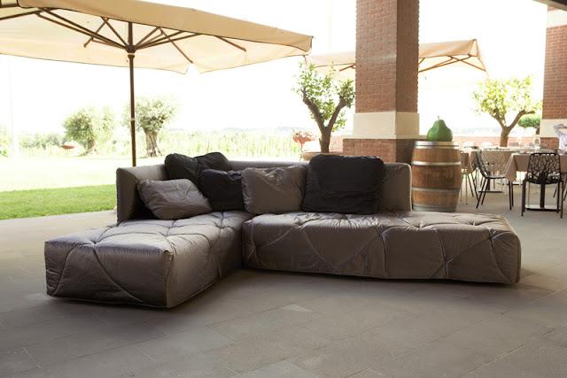 Divano letto design moderno 2 9 by mimodesigngroup for Divano moderno