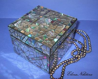 Kotak Dihias Mozaik CD/DVD bekas.