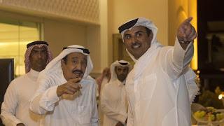 """السعوديون غاضبون من كاريكاتير نشرته قناة """"الجزيرة"""" القطرية  مسيئا للملك سلمان"""