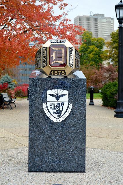 duquesne-alumni-ring-statue