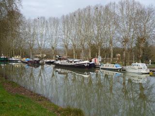 Barcazas en el canal