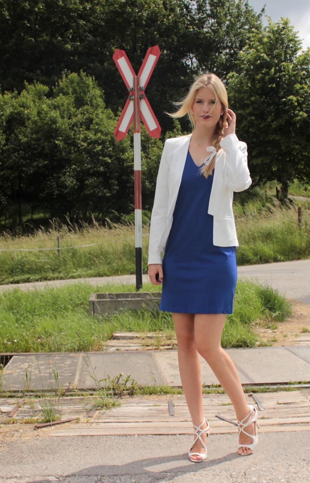 Blaues kleid passender blazer