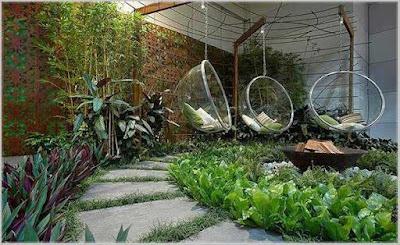 taman belakang rumah mewah