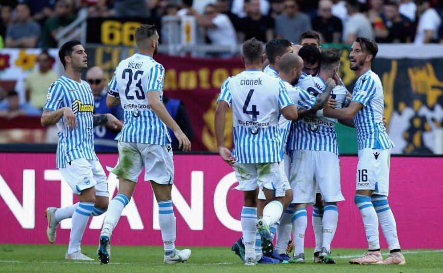 Roma sconfitta in casa dalla Spal: marcatori Petagna e Bonifazi, espulso il portiere Savic al 75'.