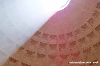 Pantheon no dia de Pentecostes, com chuva de pétalas