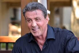 Por que o Sylvester Stallone tem a boca torta