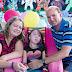 Pais dão hormônios para impedir o crescimento de filha com lesão cerebral
