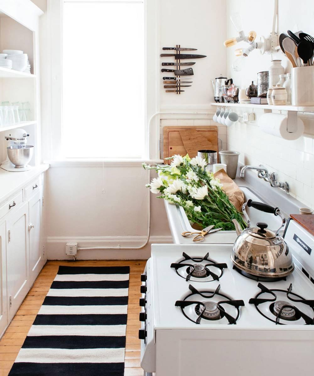 Cocinas peque as modernas y funcionales revista for Cocinas alargadas modernas