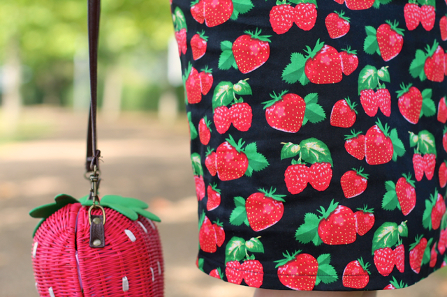 Dolly & Dotty Falda strawberry pencil skirt and Collectif strawberry wicker bag