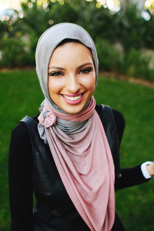 News Anchor Noor Tagouri hijab selingkuhan dari Donal Trump seorang muslim