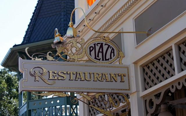 Frente do Restaurante The Plaza no Magic Kingdom em Orlando