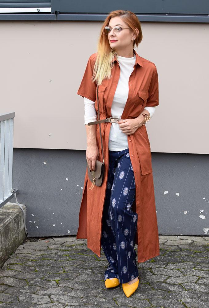 Kleid über Hose tragen, eleganter Look für Frauen über 30 und Frauen über 40
