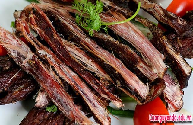 Cách ăn món thịt trâu gác bếp hun khói