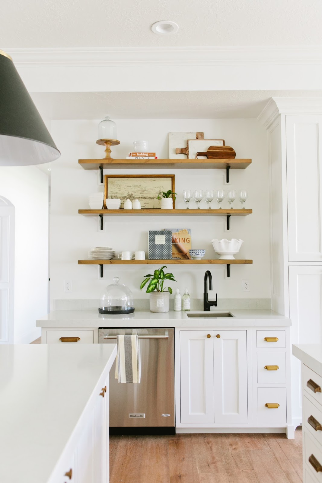 Kitchen decor inspiration 42 modern farmhouse kitchens for Kitchen decor inspiration