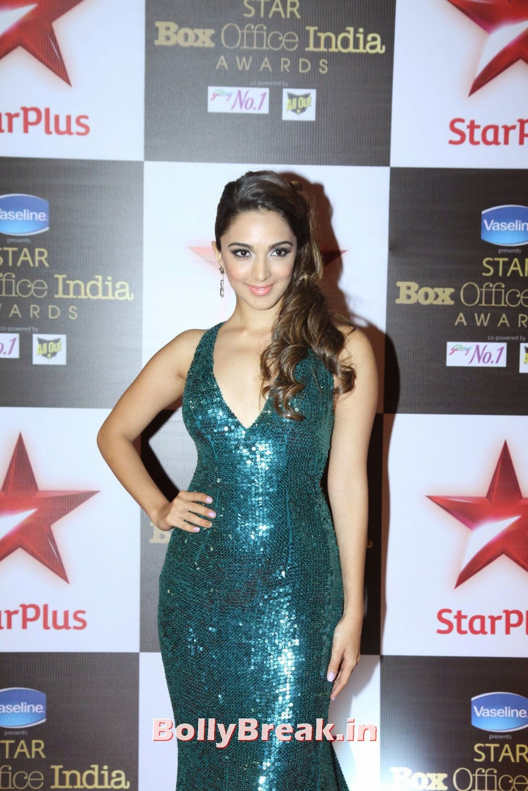 Kiara Advani in Sexy Gown, Kiara Advani at Star Box Office India Awards in Sexy Gown
